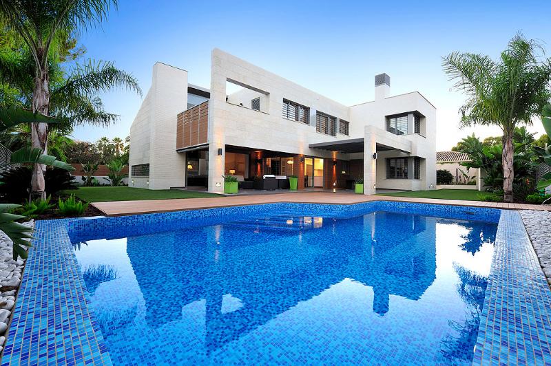 Construcci n chalet for Construccion de piscinas con ladrillos