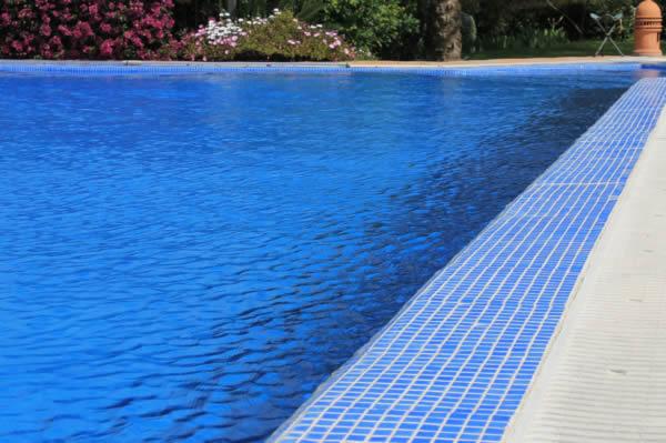 Piscinas infinitas for Rejillas para piscinas